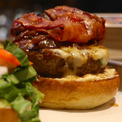 O hambúrguer da casa foi aprovadíssimo!