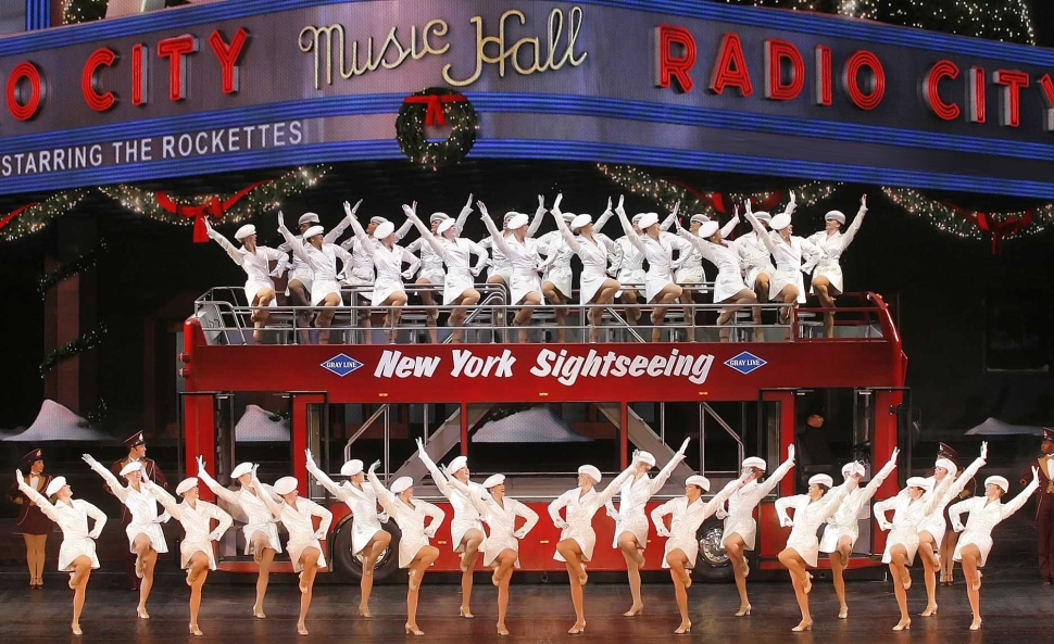 new-york-at-christmas-bus_rockettes