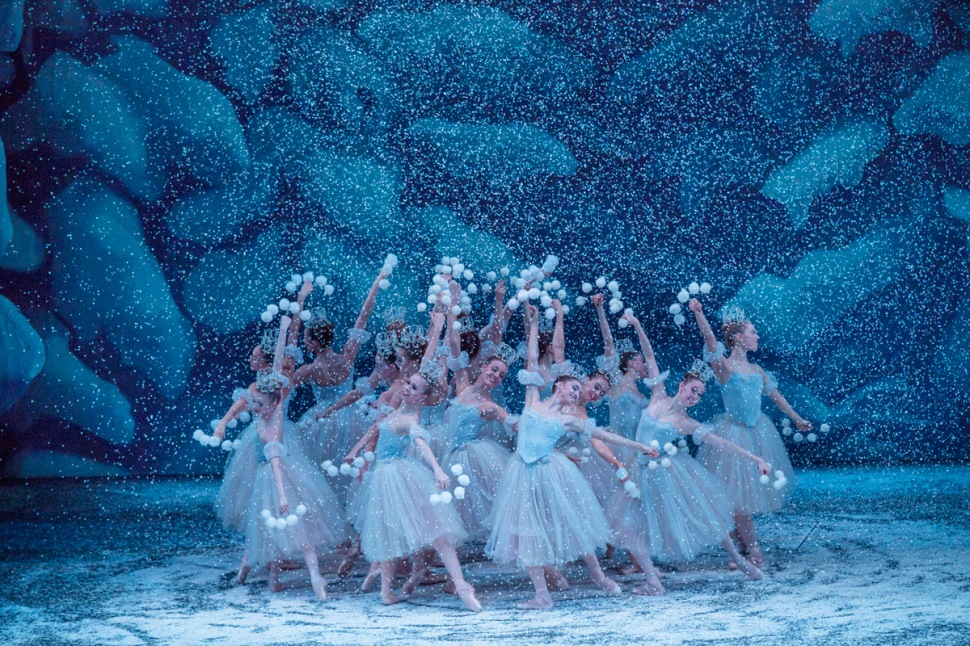 pk-nutcracker-snowflakes-circle-2015_1000